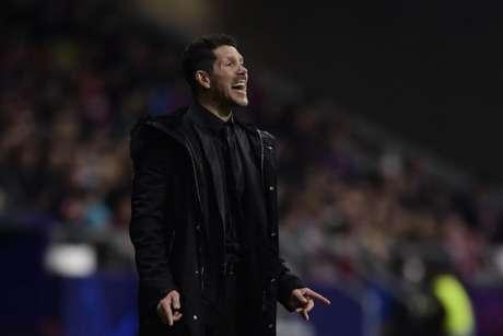 Diego Simeone defende o português João Félix, que teve a atuação criticada pelo jornal 'Marca' (Foto: AFP)