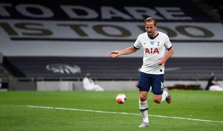 Harry Kane é principal esperança do Tottenham e marcou ns dois últimos jogos do time (Foto: NEIL HALL / AFP)