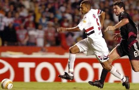 Amoroso fez história no São Paulo com apenas seis meses de clube (Foto: Rubens Chiri/saopaulofc.net)