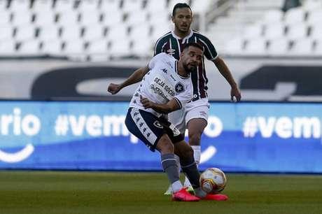 Caio Alexandre em ação no clássico (Foto: Vítor Silva/Botafogo)