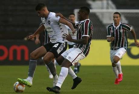 Digão completou 170 partidas com a camisa do Fluminense no clássico (Foto: Vítor Silva/Botafogo)