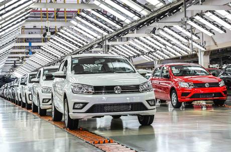 Volkswagen suspende produção de todas as suas fábricas no Brasil devido ao agravamento da pandemia.