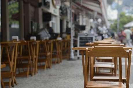 Como fez o Rio de Janeiro na semana passada, bares e restaurantes de São Paulo puderam reabrir as portas na segunda-feira