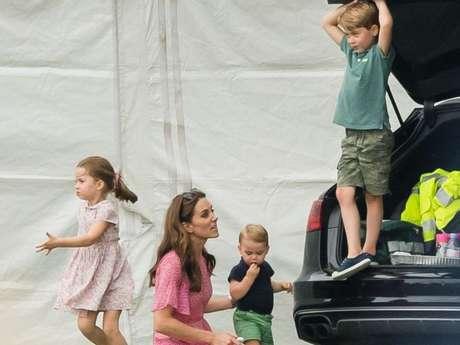Kate Middleton estimula brincadeiras ao ar livre para os filhos, George, Charlotte e Louis