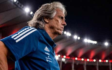 Vai ficar? Jorge Jesus renovou com o Flamengo até meados de 2021 (Foto: Marcelo Cortes / Flamengo)