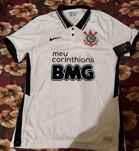 Torcida do Corinthians pediu mudança na cor do logo do Banco BMG (Foto:Reprodução/Twitter)