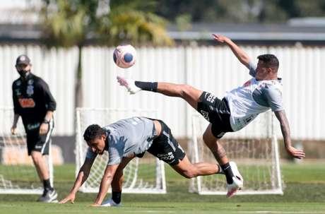 Sidcley participou do treinamento entre ataque contra defesa nesta terça (Foto: Rodrigo Coca/Ag. Corinthians)