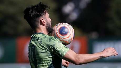 Bruno Henrique comemorou treinamento com bola em dois períodos na Academia de Futebol (Agência Palmeiras)