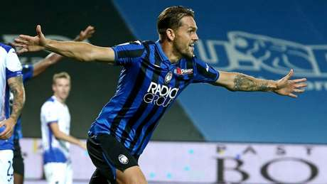 Rafael Tolói marcou o primeiro gol da vitória do Atalanta sobre a Sampdoria no Italiano (Divulgação Twitter Atalanta)