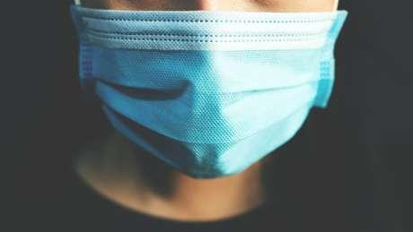 Máscaras de pano e cirúrgicas provavelmente não barram as micropartículas, dizem especialistas