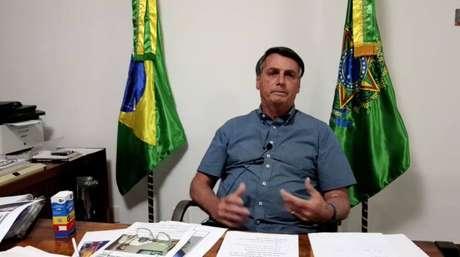 O presidente Jair Bolsonaro, na transmissão semanal, nesta quinta-feira, 9, sem intérprete de Língua Brasileira de Sinais (Libras). O presidente confirmou nesta semana que está contaminado com covid-19.