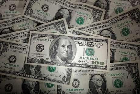 Ilustração mostra nota do dólar norte-americano. 13/01/2011. REUTERS/Kacper Pempel.