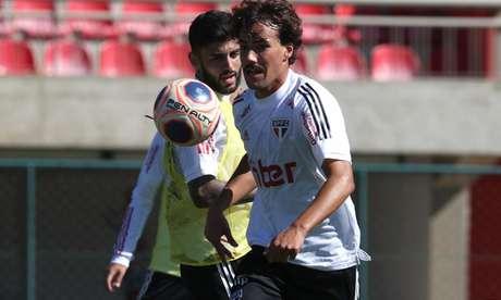 Igor Gomes e Igor Liziero durante o treino desta quinta-feira - FOTO: Rubens Chiri/saopaulofc.net