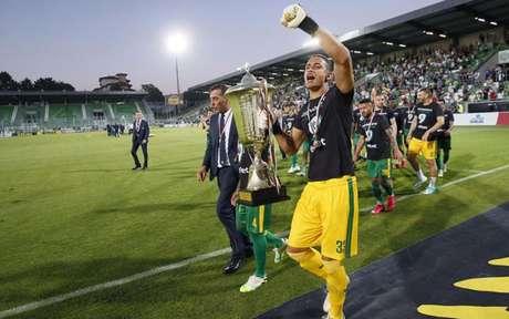 Renan com o troféu (Foto: Divulgação)