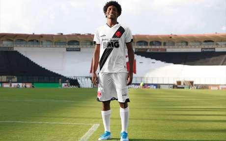 Assim ficará a camisa do Vasco caso confirmada a mudança na cor do patrocínio principal (Foto: Divulgação/BMG)