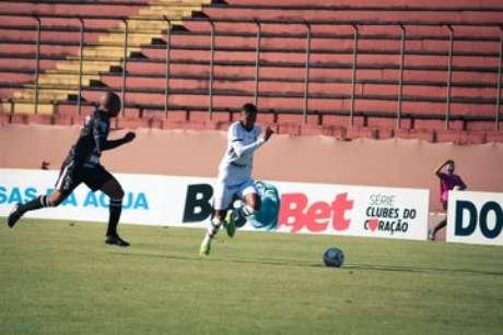 Diego Gonçalves foi o grande nome da partida, marcando um gol e dando uma assistência (Foto: Divulgação/Patrick Floriani)