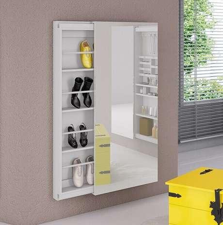 3. A sapateira com espelho e porta deslizante é excelente para ambientes pequenos. Fonte: Pinterest