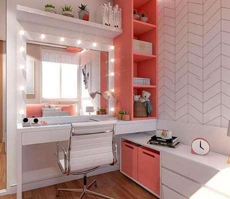 3. Penteadeira com escrivaninha – Via: Pinterest