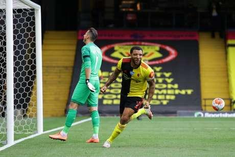Com dois gols de pênalti deDeeney,Waltford derrota o Newcastle de virada (RICHARD HEATHCOTE/AFP)