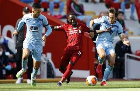 Em ótimo jogo no Anfield, Liverpool empata com oBurnley e perde sequência de vitórias em seu estádio(PHIL NOBLE/AFP)