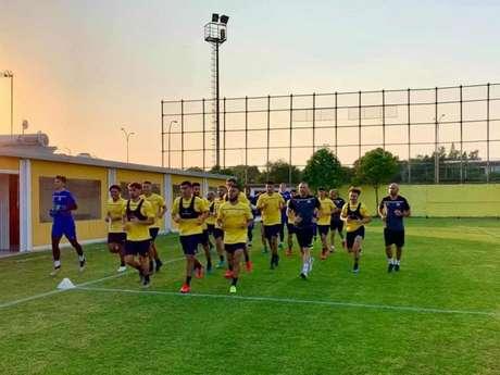 Treinamento do AEL Limassol (Foto: Divulgação)