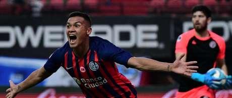 O lateral-direito Andrés Herrera, de 21 anos, foi frequente na base da seleção argentina (Divulgação/San Lorenzo)