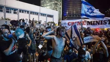 Manifestantes dizem que benefícios financeiros prometidos pelo governo ainda não foram pagos