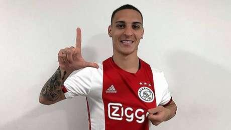 Ex-São Paulo, Antony posta foto com a camisa do Ajax: 'É uma grande honra'.