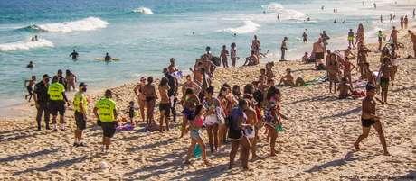 Banhistas têm desrespeitado proibição de aglomeração nas praias do Rio de Janeiro