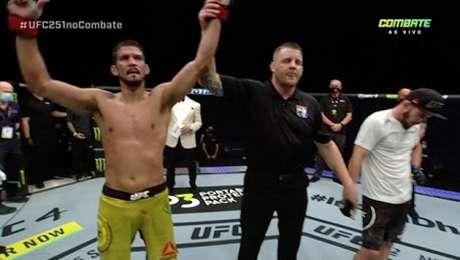 Léo Santos segue vencendo e foi um dos destaques do card preliminar do UFC 251 (Foto: Reprodução Combate)