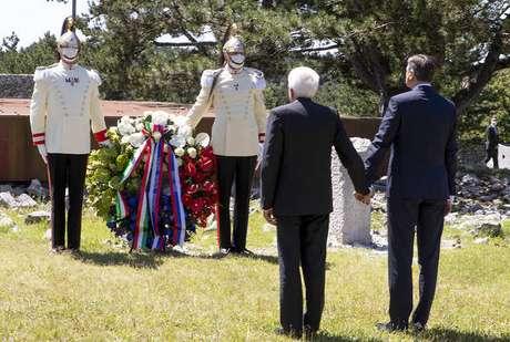 Sergio Mattarella e Borut Pahor em homenagem na foiba de Basovizza
