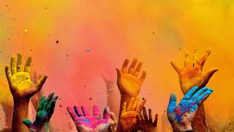 Há vários relatos de festas com grande número de pessoas, principalmente jovens, em diversas partes dos EUA