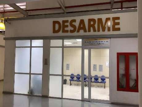 Segundo a Delegacia Especializada em Armas, Munições e Explosivos (Desarme), Ronnie Lessa e sua filha traficaram peças de armas da China para serem montadas no Brasil.
