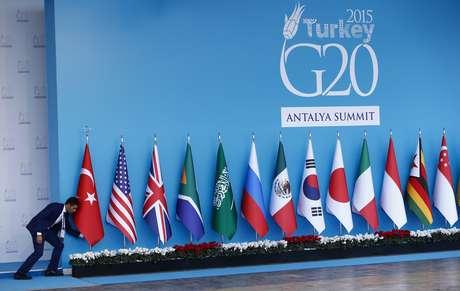 Bandeiras de países do G20 antes de cúpula do grupo em Antália, Turquia  14/11/2015 REUTERS/Murad Sezer