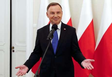 Presidente da Polônia, Andrzej Duda, fala com jornalistas em Varsóvia 12/07/2020 REUTERS/Aleksandra Szmigiel