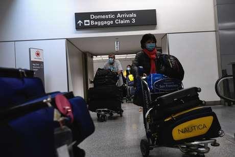 Passageiros no aeroporto de San Francisco 05/04/2020 REUTERS/Kate Munsch
