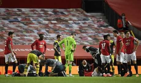 Manchester United e Southampton empataram em 2 a 2 (Foto: PETER POWELL / POOL / AFP)