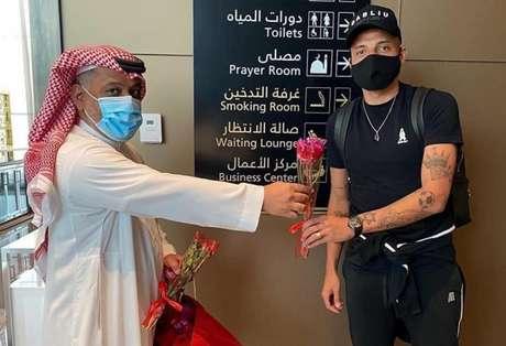 Guilherme foi recepcionado em seu retorno ao Al Faisaly, da Arábia Saudita (Foto: Divulgação/Al Faisaly)