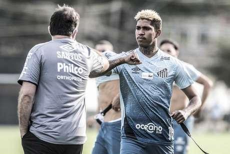 Raniel durante treino na retomada da temporada (Foto: Ivan Storti/Santos)
