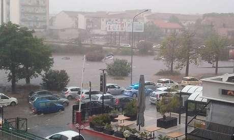 Alguns italianos conseguiram se salvar nadando na água da chuva