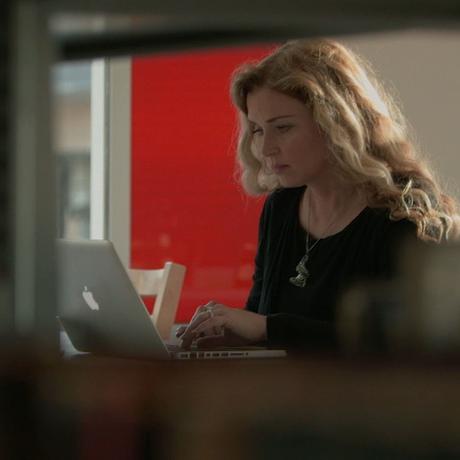CeCe More é uma especialista em DNA que frequentemente aparece em destaque em programas de televisão.