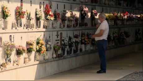 Em Bergamo, lápides de mortos por coronavírus têm datas em dias um após o outro