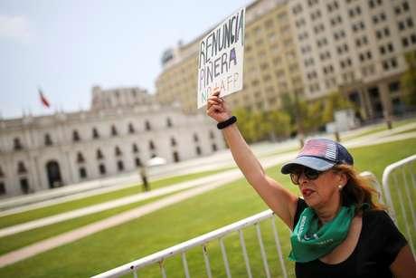 Manifestante em frente ao Palácio de La Moneda, em Santiago  18/01/2020 REUTERS/Edgard Garrido