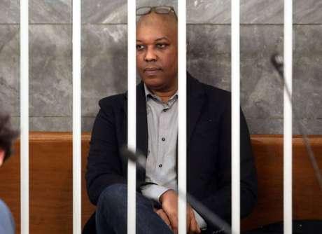 O motorista ítalo-senegalês Ousseynou Sy durante seu julgamento em Milão