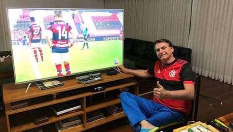 Presidente Jair Bolsonaro torce para o Botafogo, no Rio, e Palmeiras, em São Paulo, e tem uma coleção de camisas de clubes