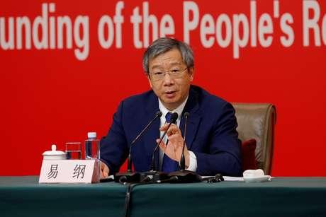 Presidente do Banco do Povo da China (PBOC), Yi Gang, participa de coletiva de imprensa sobre o desenvolvimento econômico da China antes do 70º aniversário da fundação da República Popular da China, em Pequim, em 24 de setembro de 2019. REUTERS/Florence Lo