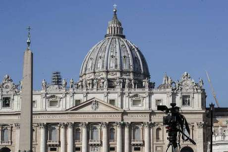 Fachada e cúpula da Basílica de São Pedro, no Vaticano