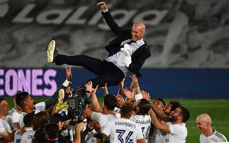 Zidane conquistou a LaLiga pela segunda vez na sua recente e vitoriosa carreira como treinador (Foto: GABRIEL BOUYS / AFP)