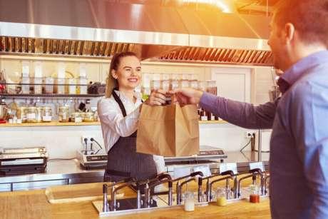 Guia da Cozinha - Saiba a diferença entre delivery, drive-thru e take away e como usá-los no seu negócio alimentício