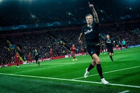Haaland marcou um gol em Liverpool 4 x 3 Red Bull Salzburg, em 2019 (Foto: Markus Berger/Red Bull Content Pool)